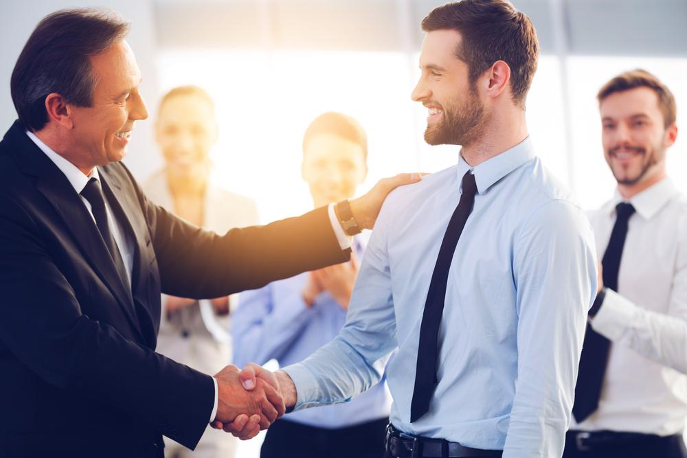 Khi nhân viên của bạn hoàn thành tốt công việc được giao, đừng ngần ngại dành tặng những lời khen cho họ nhé