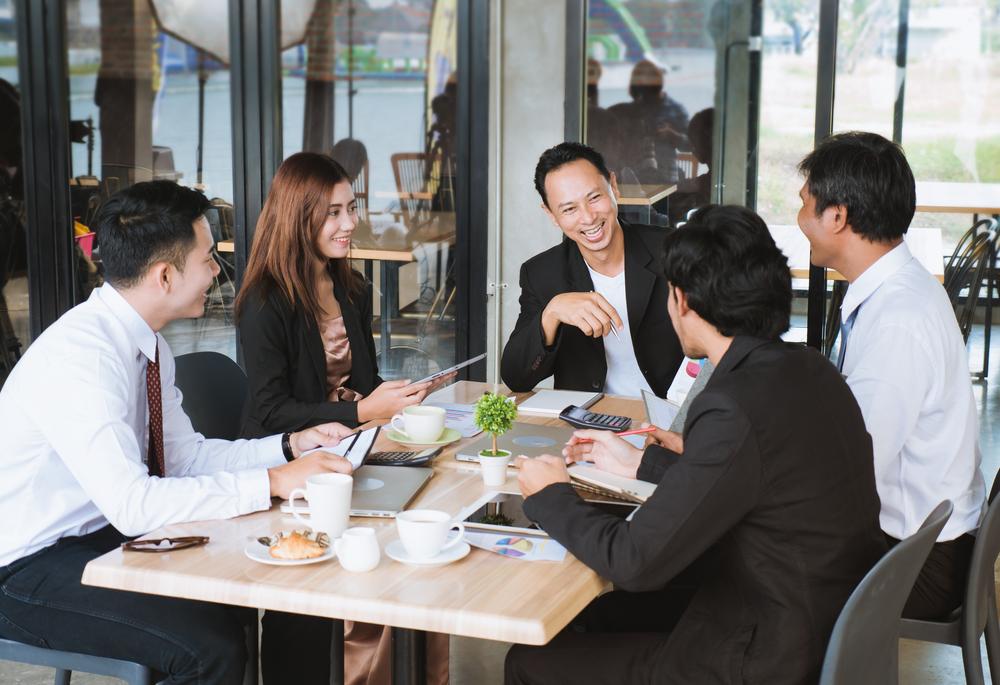 Một số mẫu câu giao tiếp thường dùng nơi công sở