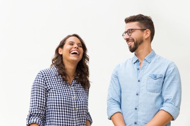Bài Talk introduce yourself mẫu sẽ giúp bạn bắt đầu câu chuyện dễ dàng hơn