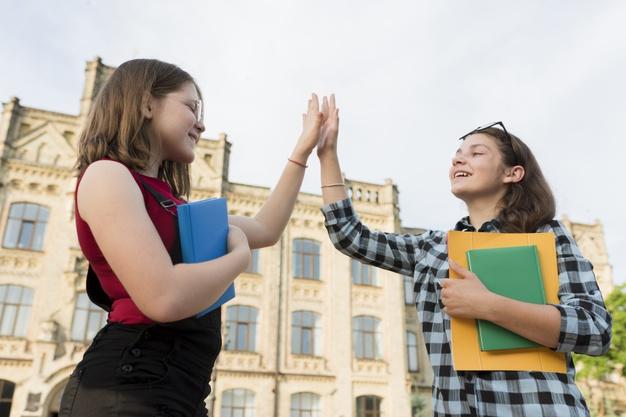 Bạn sẽ cảm thấy tự tin trong các mối quan hệ với bạn bè, đối tác quốc tế hơn khi có tiếng Anh giao tiếp tốt