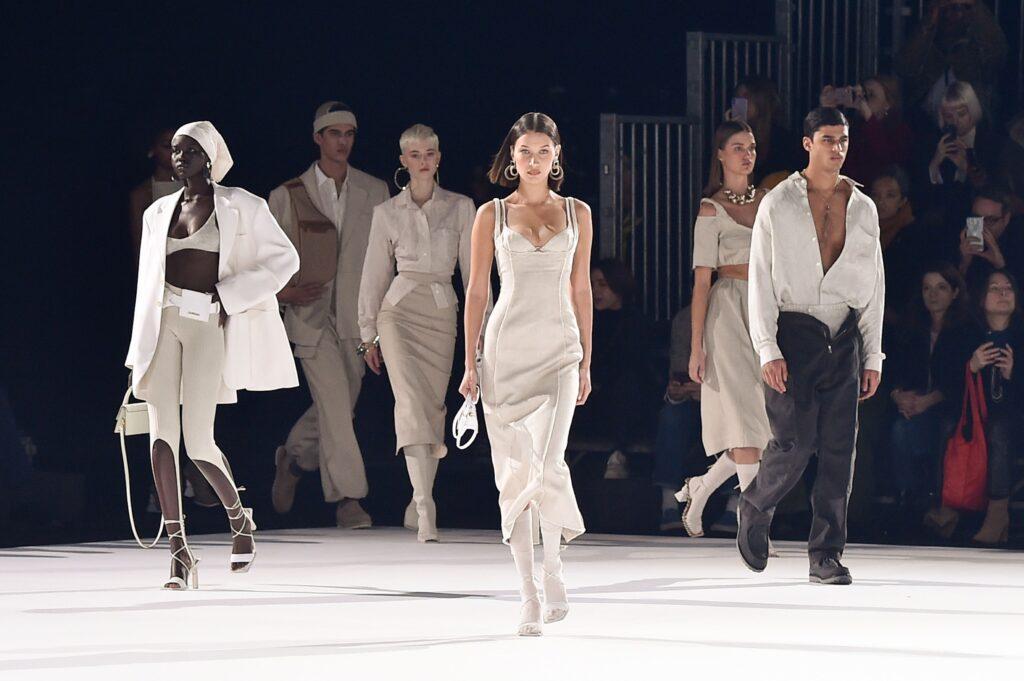 fashion show: show thời trang