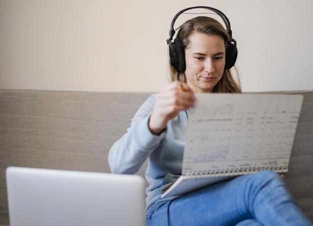 Có nhiều phương pháp với cuốn sổ tay để ghi từ vựng chuyên ngành, nhưng đây là một phương pháp đòi hỏi sự kiên trì và chăm chỉ