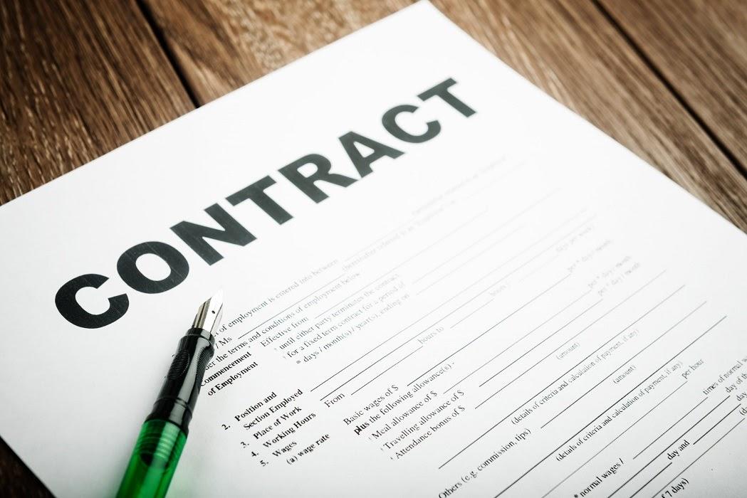 Contract /ˈkɒntrækt / (n): hợp đồng