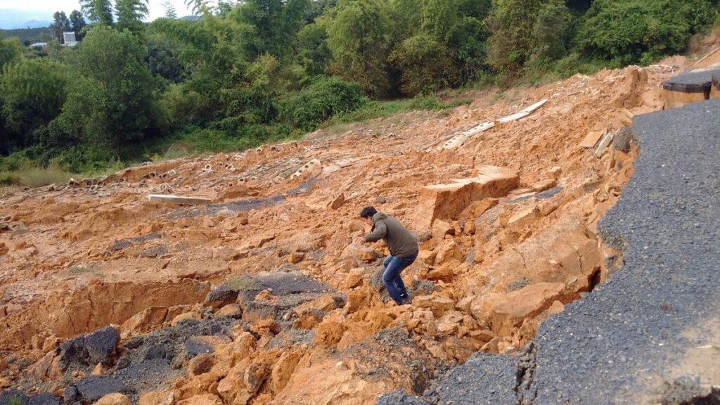 Landfall (n): lở đất