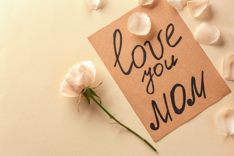 Hãy dành tặng những bông hoa và lời chúc ngọt ngào cho mẹ của bạn nhé!