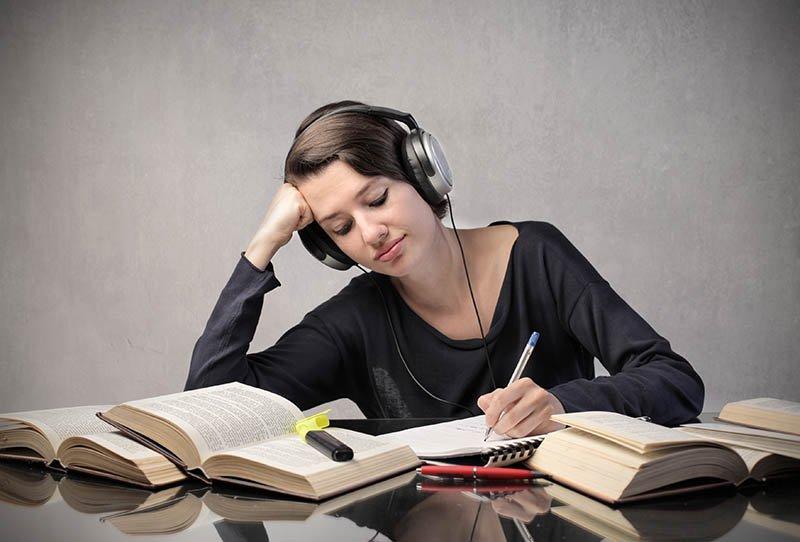 Phương pháp luyện nghe tiếng Anh giao tiếp hiệu quả từ các chuyên gia